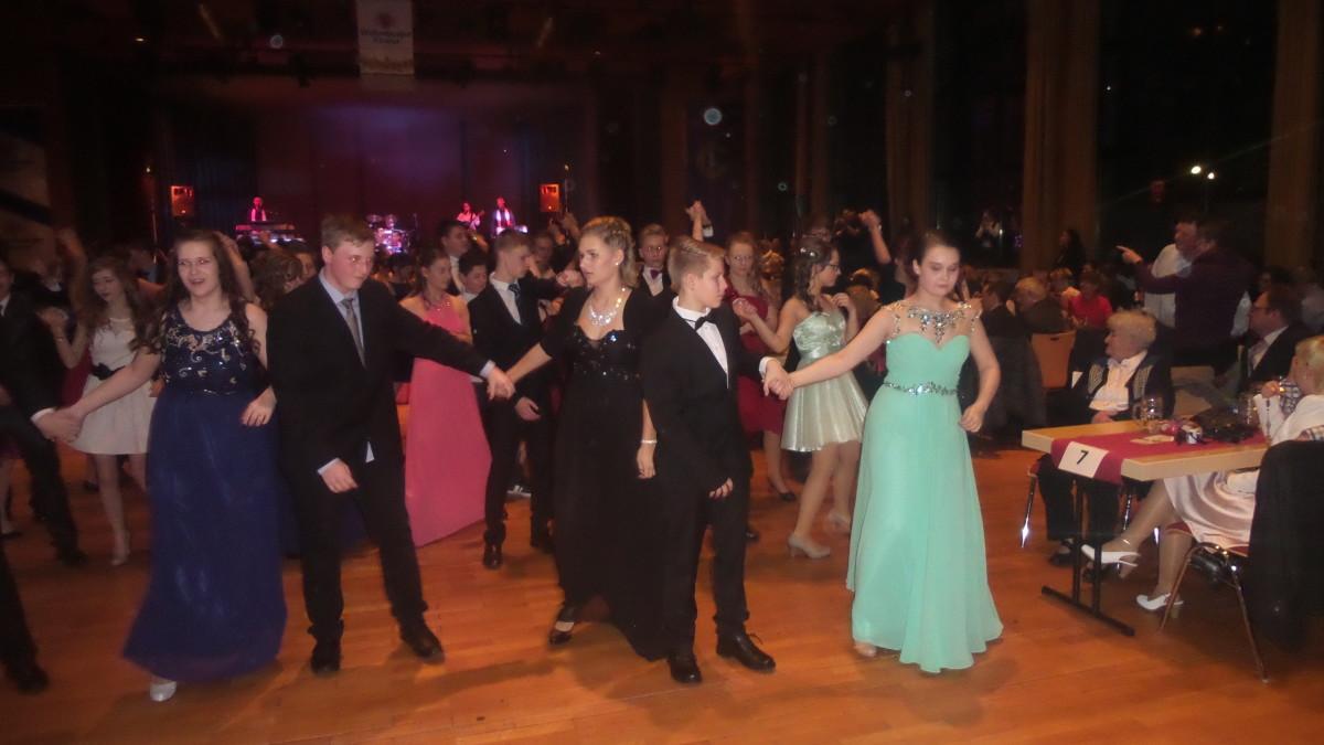 kleider abschlussball tanzkurs